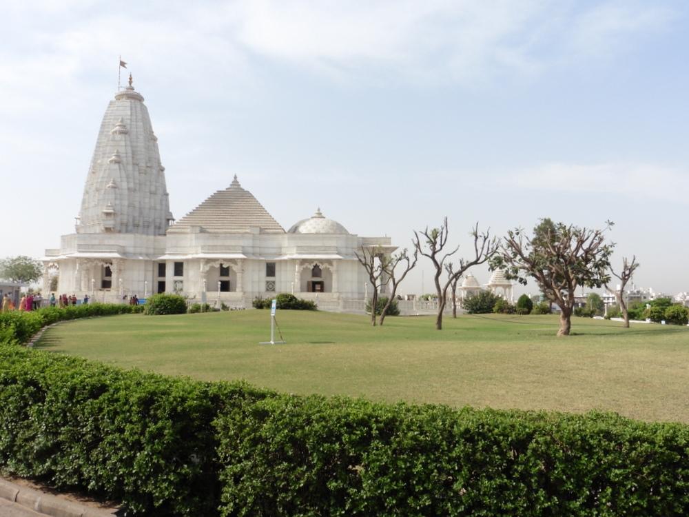 Jaipur Birla Temple Bier-Traveller (1)