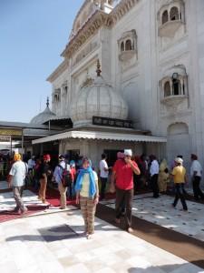 New Delhi Bangla Sahib Gurudwara Bier-Traveller (11)
