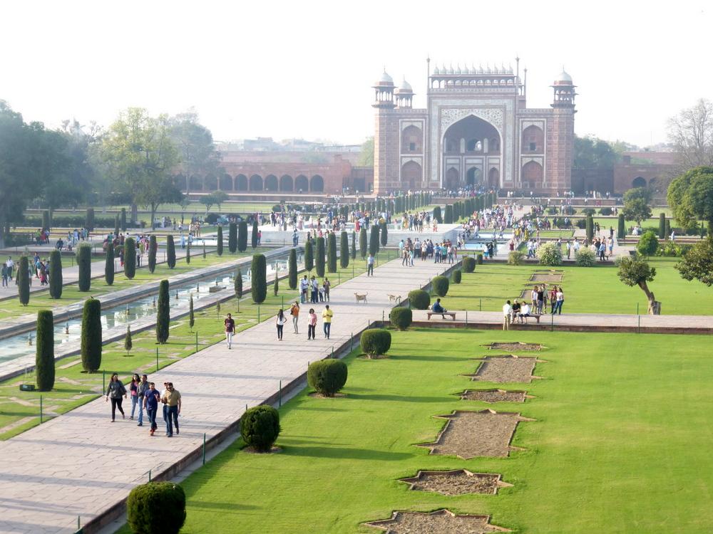 Agra Taj Mahal Bier-Traveller (105)