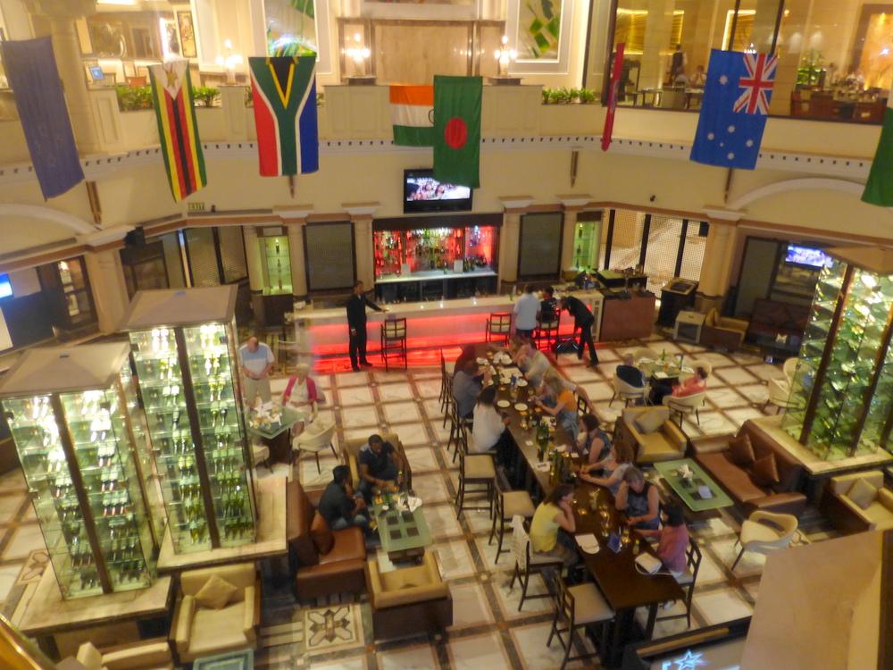 Delhi Suryaa Hotel Bier-Traveller (16)