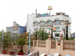 Delhi Suryaa Hotel Bier-Traveller (7)